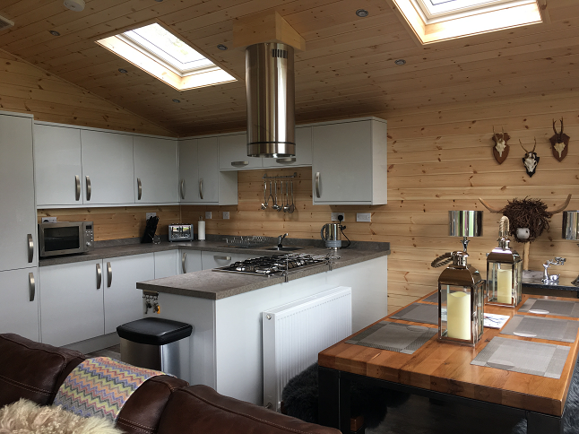 The Teaghlach lodge kitchen / diner