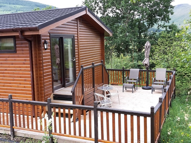 The Sòghail lodge rear decking